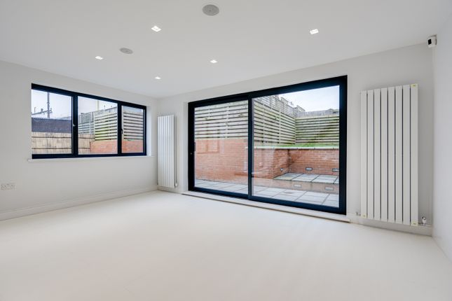 Thumbnail Detached house to rent in London, Slondon