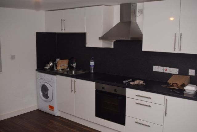 Thumbnail Property to rent in Woodsley Road, Hyde Park, Leeds