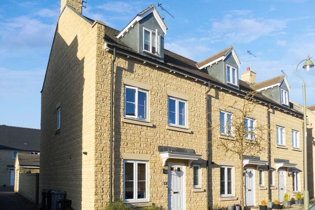 Thumbnail Terraced house to rent in Ashdale Avenue, Witney, Oxfordshire