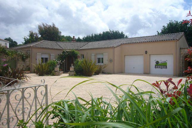 3 bed bungalow for sale in 85440, Poiroux, Talmont-Saint-Hilaire, Les Sables-D'olonne, Vendée, Loire, France