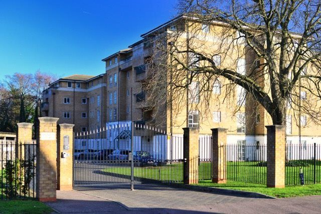 Thumbnail Flat to rent in Sparkford Gardens, London