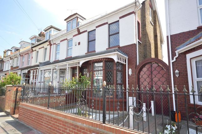Thumbnail Semi-detached house to rent in Kent Road, Gravesend