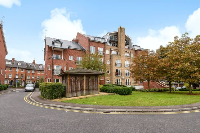 Thumbnail Flat for sale in Aveley House, Iliffe Close, Reading, Berkshire
