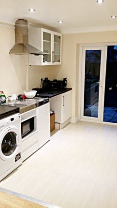 Thumbnail Flat to rent in Chatsworth Crescent, Hounslow