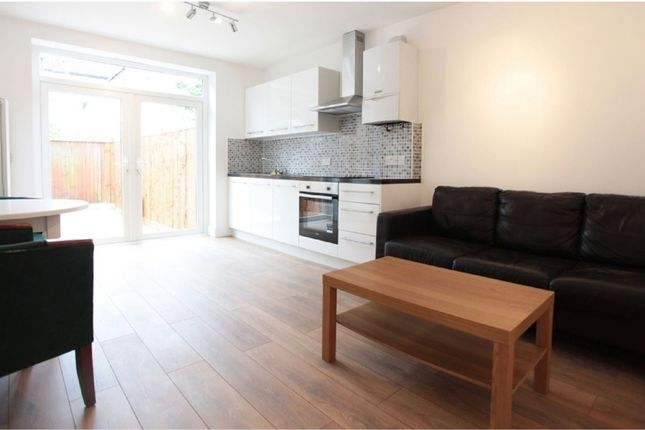 2 bed maisonette to rent in Tynemouth Road, Mitcham, England