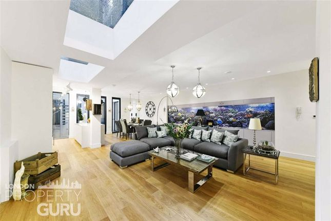 Thumbnail Flat for sale in Clapham Common North Side, London