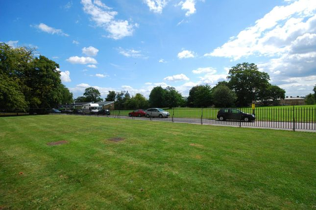 Thumbnail Flat for sale in Sparkford Gardens, Friern Barnet, London