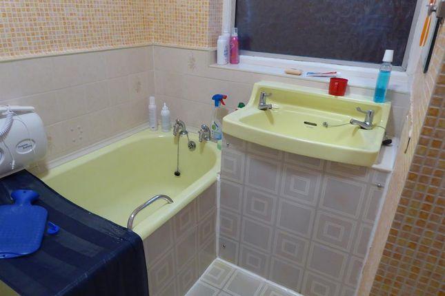 Bathroom of Knightlow Road, Birmingham B17