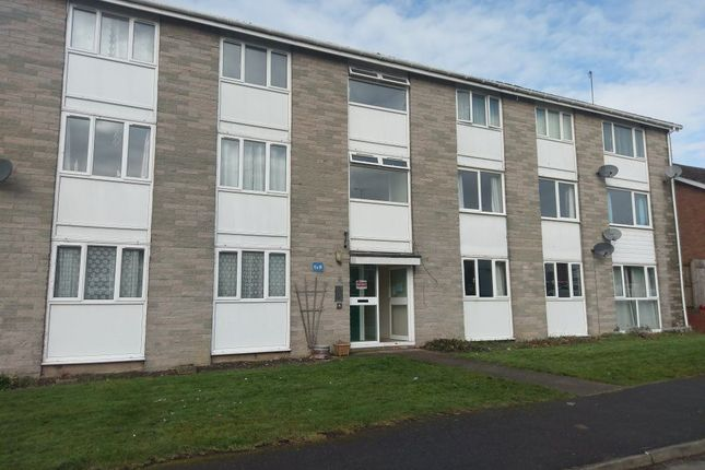 2 bed flat to rent in Horsewell, Southam