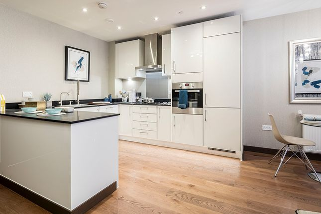 Thumbnail Flat for sale in Queens Walk, East Grinstead