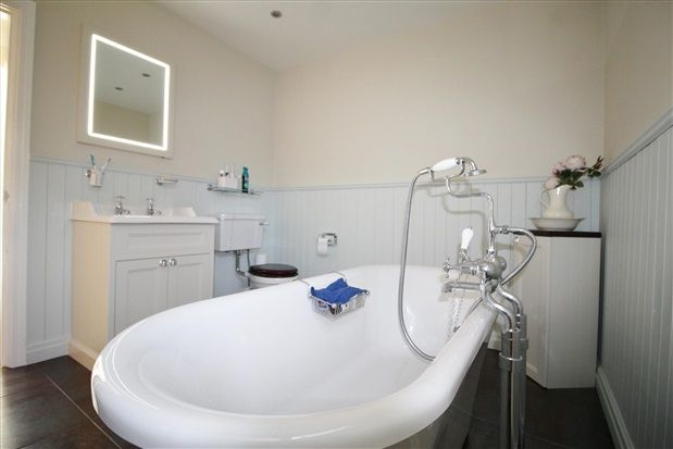 Bathroom of St. Helens Road, Ormskirk L39
