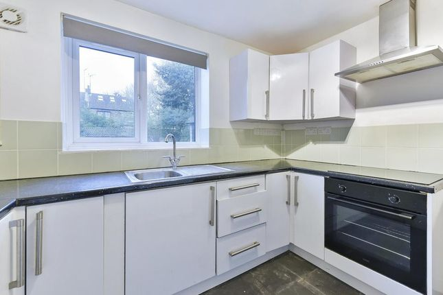 2 bed flat for sale in Fairfield Road, London