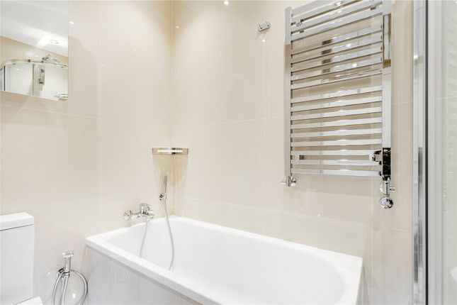 Bathroom of Hungerford House, 22 Napier Place, London W14