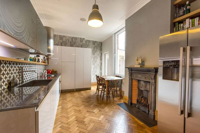 Thumbnail Flat to rent in James Avenue, Gladstone Park