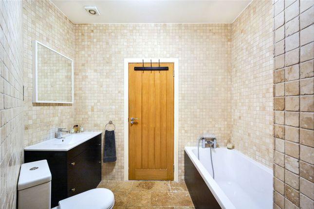Bathroom of Telfords Yard, London E1W