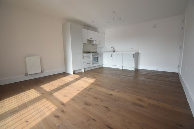 Thumbnail Flat to rent in Bishops Road, Slough