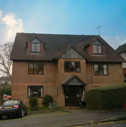 Thumbnail Flat to rent in Park View Road, Berkhamsted