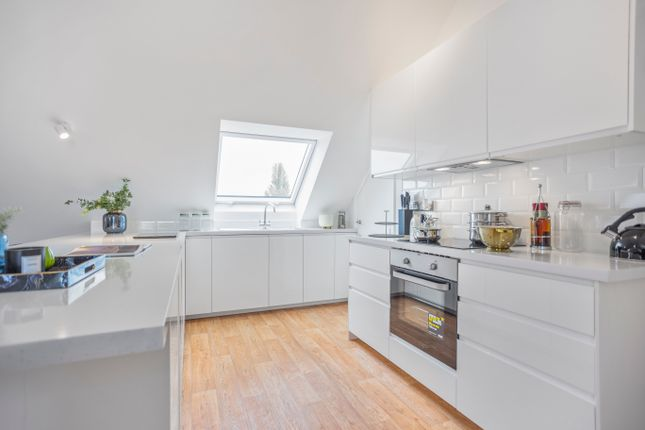 Thumbnail Flat for sale in High Street, Hungerford
