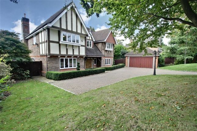 Thumbnail Detached house for sale in Shootersway, Berkhamsted, Hertfordshire
