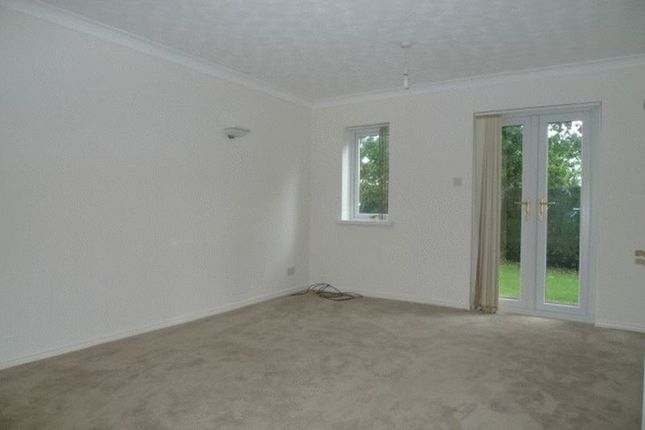 Thumbnail Flat to rent in Rose Gardens, Croesyceiliog, Cwmbran