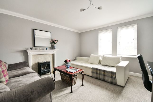 Thumbnail Flat for sale in Middlefield Road, Allington, Chippenham