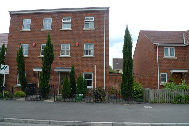 Thumbnail Town house to rent in Urquhart Road, Thatcham