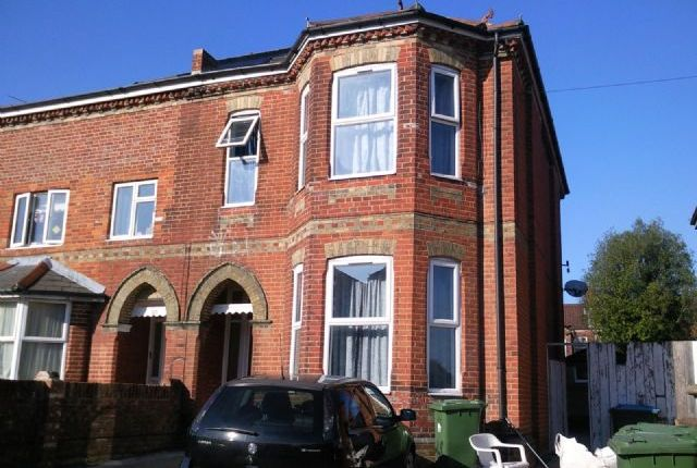 Thumbnail Semi-detached house to rent in Alma Road, Portswood, Southampton