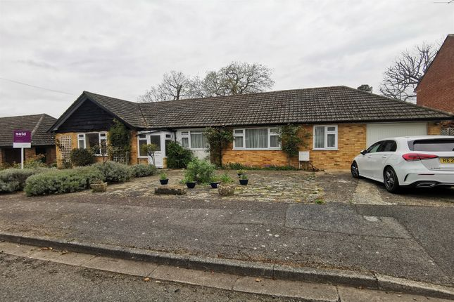 3 bed bungalow to rent in Trystings Close, Claygate, Esher KT10