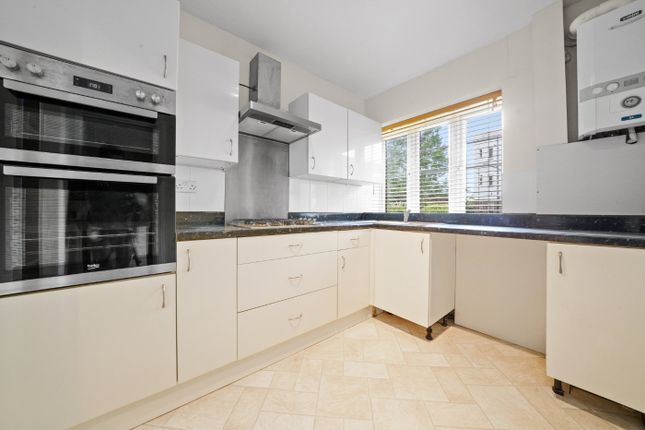3 bed flat for sale in The Woodlands, London SE19