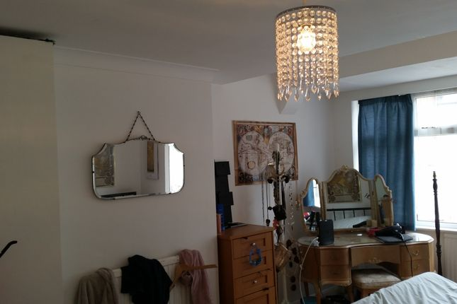 Thumbnail 4 bed flat to rent in Endymion Road, Brixton
