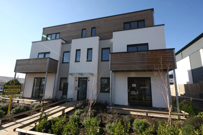 Thumbnail Flat to rent in Victoria Road, Burgess Hill