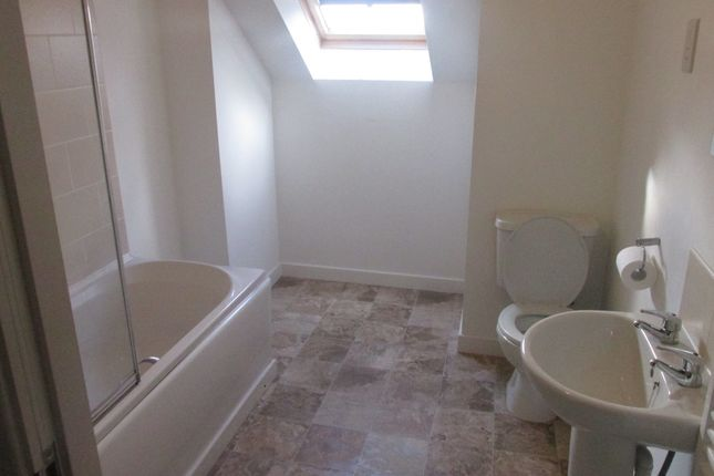 Thumbnail Flat to rent in Wigan Road, Ashton-In-Makerfield