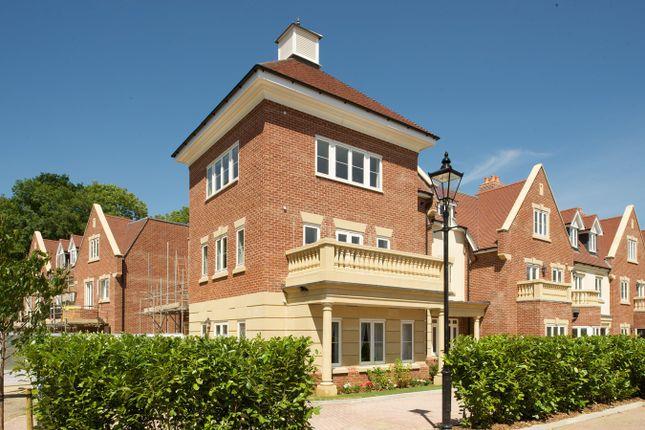 Thumbnail Flat to rent in Bonsor Drive, Kingswood, Kingswood