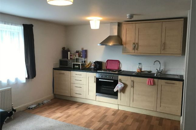 Thumbnail Flat to rent in Churchfield Road, Chalfont St Peter, Buckinghamshire