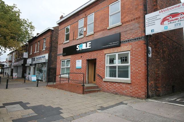 Thumbnail Flat to rent in Flixton Road, Urmston, Manchester