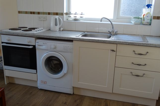 Thumbnail Flat to rent in Finsbury Terrace, Brynmill, Swansea