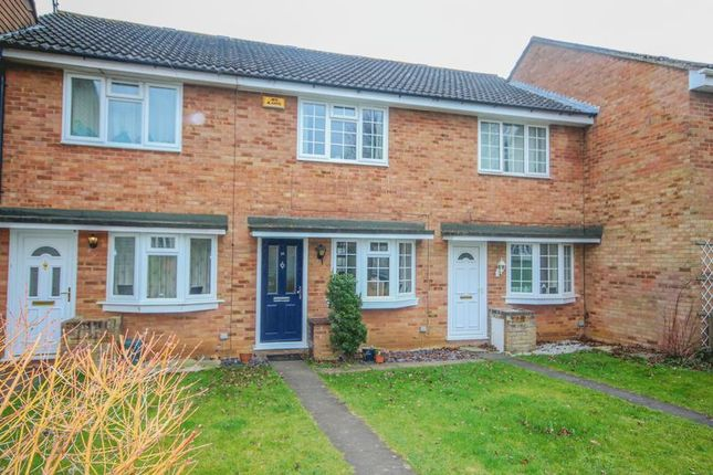 2 bed terraced house to rent in Redshaw Close, Buckingham