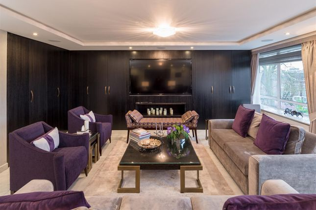Thumbnail Flat for sale in Gloucester Square, London