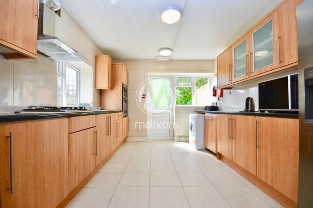 Thumbnail Maisonette to rent in Rossiter Road, Wandsworth