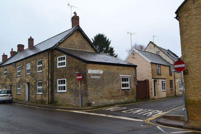 2 bed terraced house to rent in West Street, Crewkerne TA18