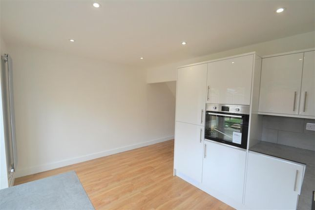 Kitchen 3 of Stour Road, Tyldesley, Manchester M29
