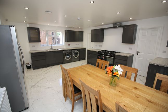 Thumbnail Property to rent in Charter Avenue, Canley, Coventry