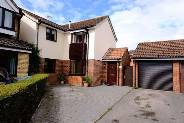 Thumbnail Detached house for sale in Halleys Way, Houghton Regis, Bedfordshire
