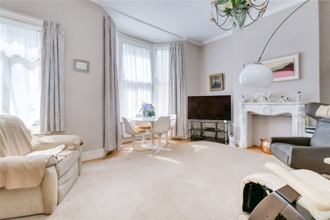 Thumbnail Flat for sale in Essex Road, London