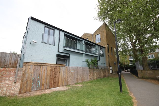 Thumbnail Flat to rent in East Dulwich Road, London