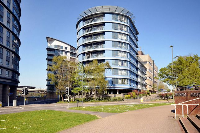 Thumbnail Flat to rent in Oriental Road, Woking