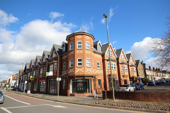 2 bed flat to rent in Church Road, Guildford