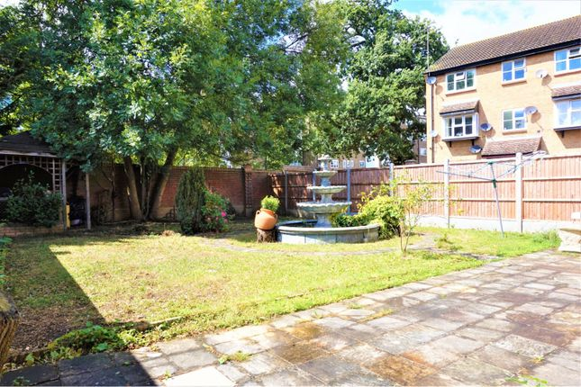 Thumbnail Detached house for sale in Parish Gate Drive, Sidcup