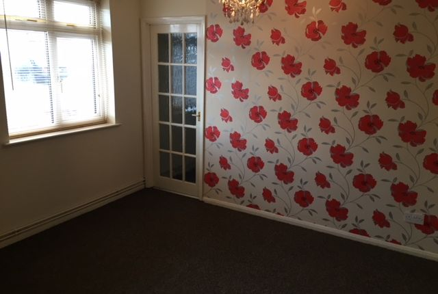 Thumbnail Flat to rent in Cleveleys Avenue, Braunstone, Leicester