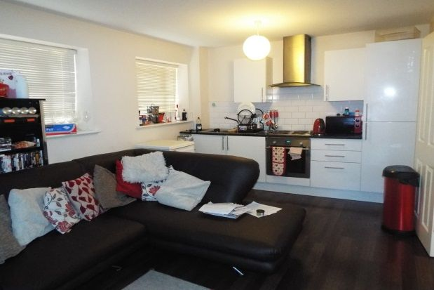 2 bed flat to rent in York House, Tudor Road